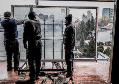 Montaż okien Vetrex (pomoc żurawia)
